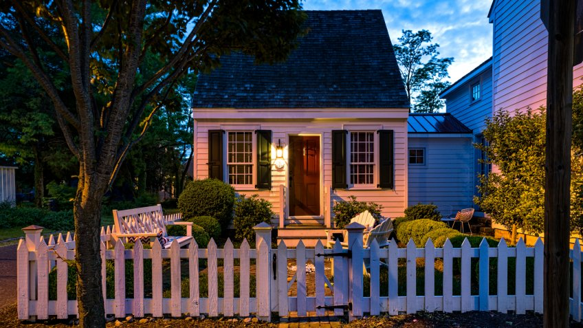 Charming Small Home Saint Michaels Maryland - Architecture at dusk along the streets.