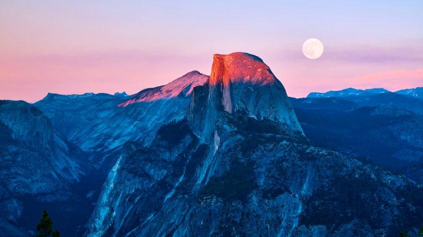 Yosemite valley at sunset, California, USA.