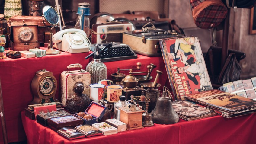 Antique watches, magazines, phones, suitcases and other retro products.