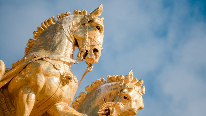 gold horse statues