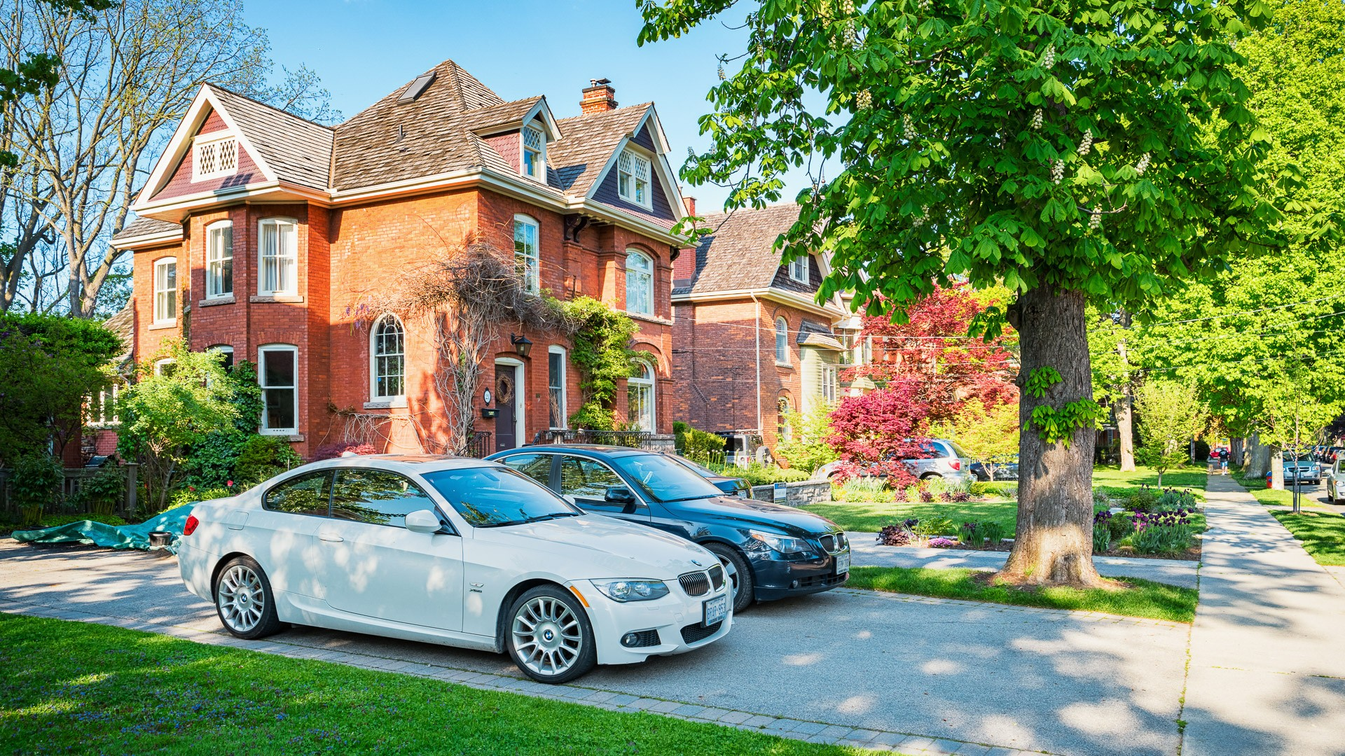 Hamilton, Canada - May 22, 2016: Large houses, luxury cars and mature trees in the downtown historic neighbourhood of Dundas in Hamilton, Ontario, Canada.