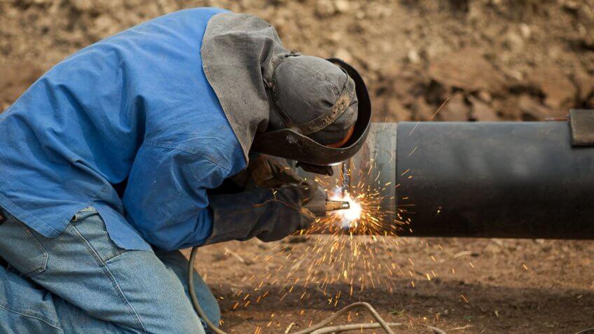 welder fixes water main break