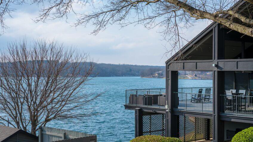 Bella Vista, Arkansas / USA - November 04 2018: House on the lake in Northwest Arkansas, beautiful landscape view - Image.