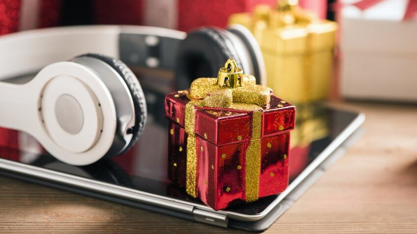 Tablet and headphone best Christmas gifts - Image.