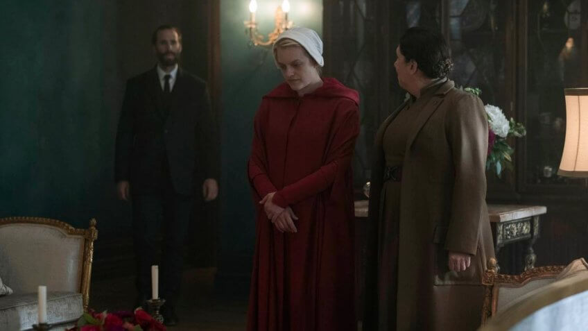 Elizabeth Moss salary The Handmaids Tale