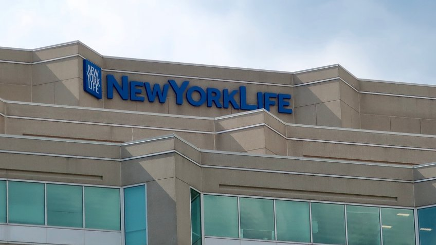 BETHESDA, MD - JUNE 29, 2019: NEW YORK LIFE - sign and logo on office building location - Image.