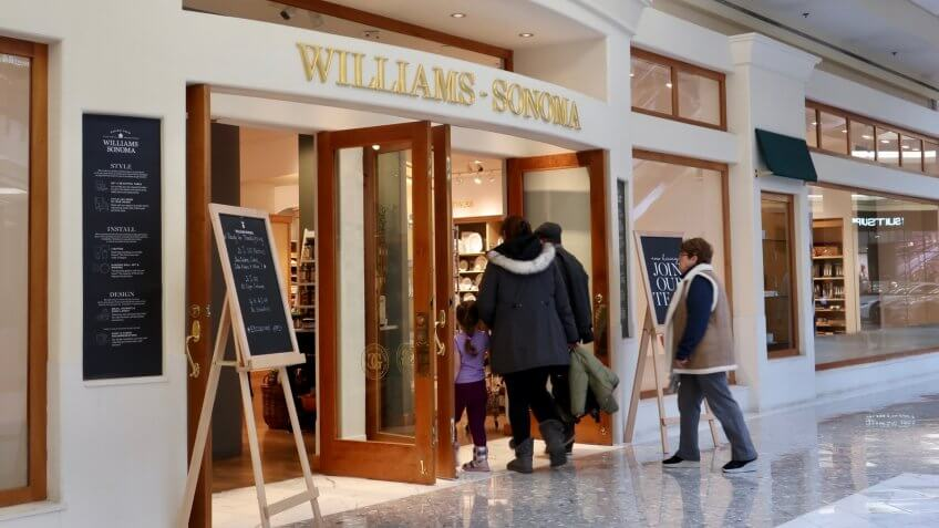 TYSONS, VA, USA - NOVEMBER 17, 2019: Williams Sonoma brand logo sign at retail store entrance with customers - Image.