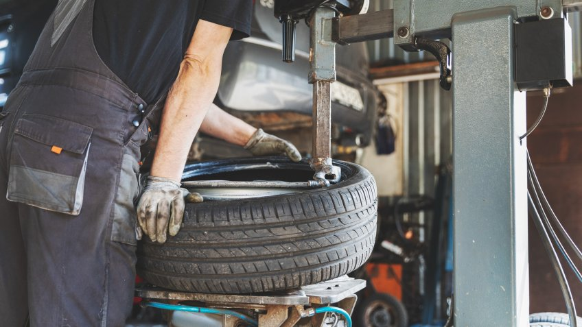 car tire change and repair service.