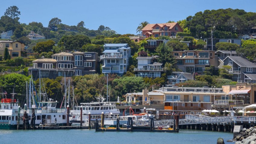 Belvedere, USA: June 23, 2018 : A view of a marina in front of luxury residential homes that built on the coastline and on hillsides in the city of Belvedere - Image.