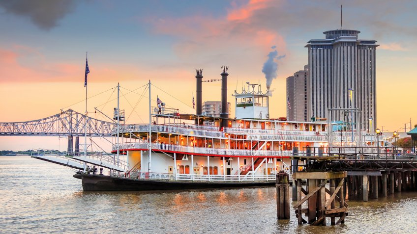 New Orleans paddle steamer in Mississippi river in New Orleans,   Louisiana.