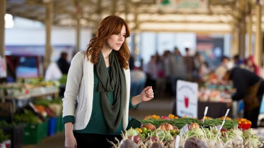 girl in farmers market