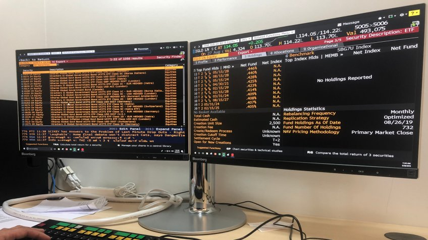 August 28,2019 : Bangkok in Thailand: Stock market investor Use the Bloomberg tool to look at the market.