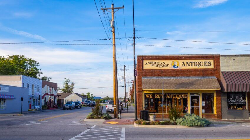 Antiques and Collectibles store in the village of Jenks in Oklahoma - JENKS - OKLAHOMA - OCTOBER 24, 2017 photography.