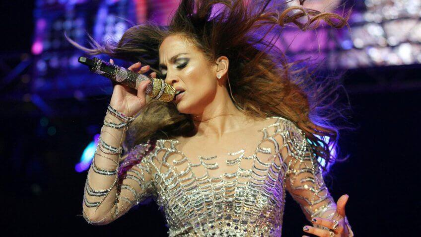 Jennifer Lopez musician performing