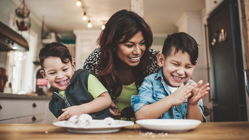 Family in the kitchen bakinghttp://www.