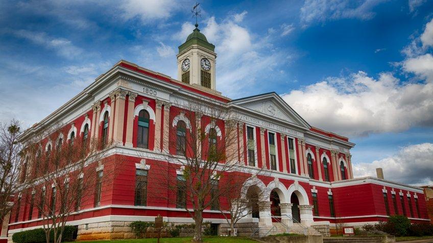 Historic Calhoun County Courthouse in Anniston, Alabama.
