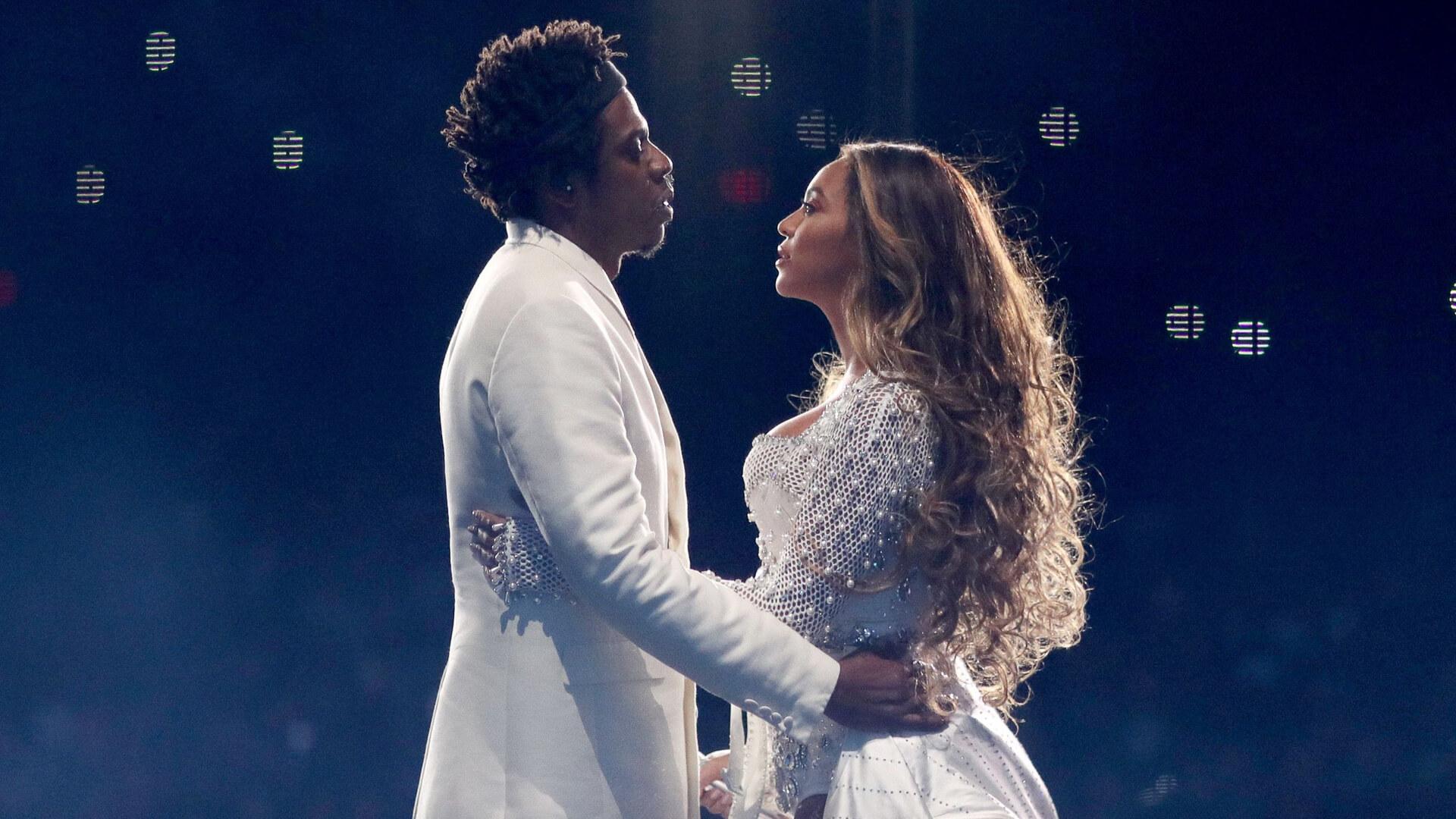 28 Celebrity Couples Worth Hundreds of Millions