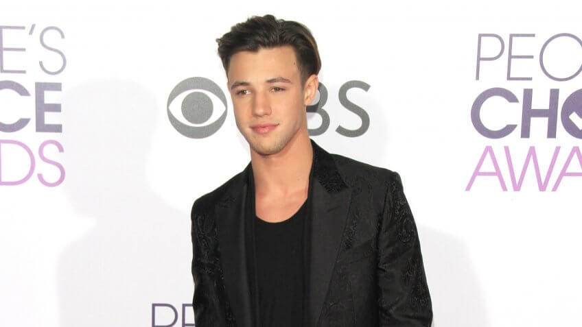 LOS ANGELES - JAN 18: Cameron Dallas at the People's Choice Awards 2017 at Microsoft Theater on January 18, 2017 in Los Angeles, CA.