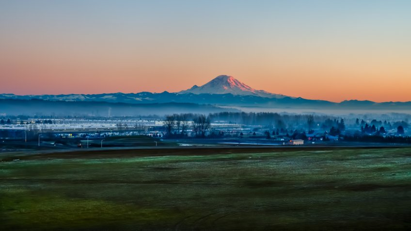 A view of Mount Rainier from Kent, Washington.