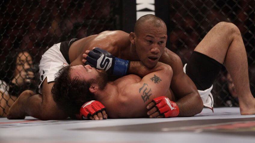 Ronaldo Jacare Souza, Robbie Lawler, UFC, wrestling