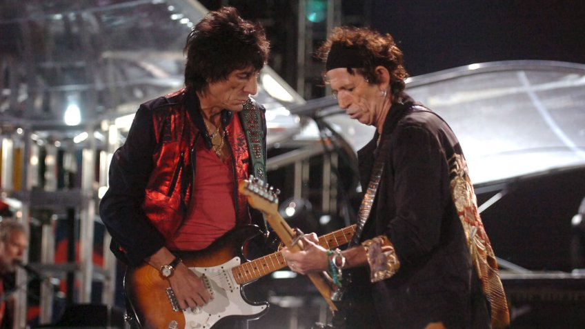 Rolling Stones Guitarists Ron Wood (l) and Keith Richards (r) Perform During the Rolling Stones 'A Bigger Bang' Free Concert Held at the Copacabana Beach in Rio De Janeiro Brazil Saturday 18 February 2006 More Than One and Half Million People Attended the Concert Brazil Rio De JaneiroBrazil Rolling Stones Concert - Feb 2006.
