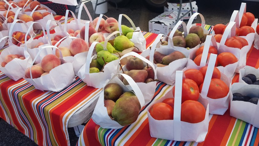Farmer market in Cheyenne,Wyoming,sale cheap price of fruits.