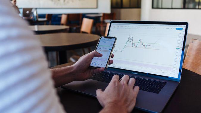 guy trading stocks