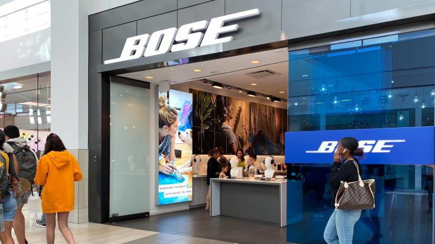 Orlando, FL/USA-2/17/20: A Bose retail speaker store in an indoor mall in Orlando, FL.