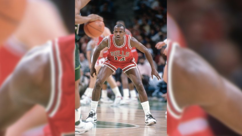 MILWAUKEE, WI - CIRCA 1990:  Craig Hodges #14 of the Chicago Bulls in action against the Milwaukee Bucks during an NBA basketball game circa 1990 at the Bradley Center in Milwaukee, Wisconsin.