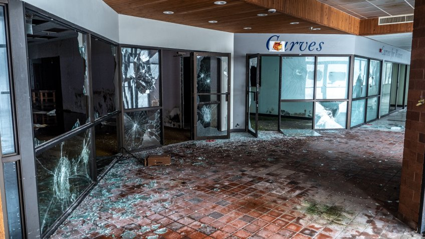 Plymouth, Minnesota / America - March 13 2019 : Inside the Abandoned 4 Seasons Mall in Plymouth Minnesota.