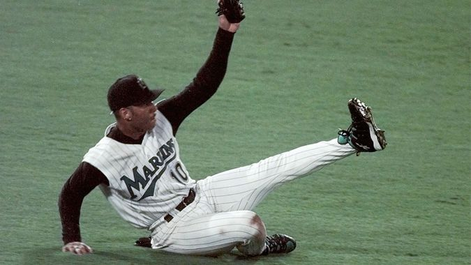 SHEFFIELD Florida Marlins' Gary Sheffield makes a diving catch on a long fly ball by Cleveland Indians' Jim Thome in the fourth inning of Game Seven of the World Series, at Pro Player Stadium in MiamiWORLD SERIES, MIAMI, USA.