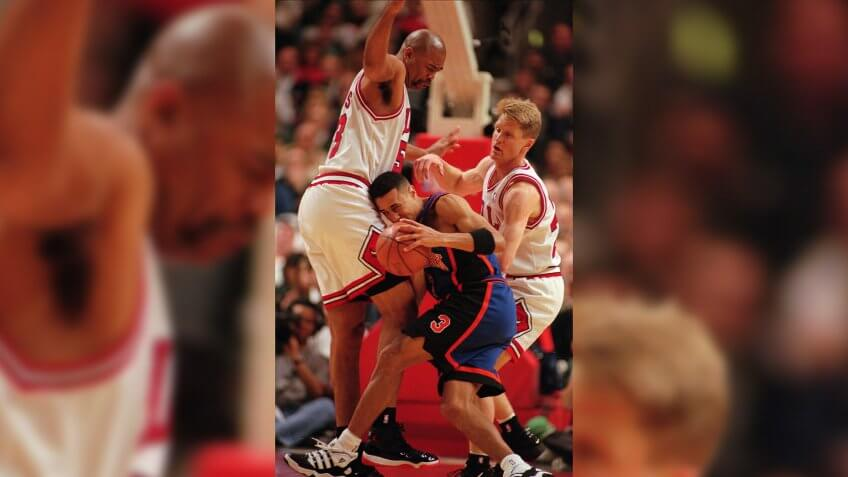 STARKS KERR EDWARDS The Chicago Bulls' James Edwards, left, and Steve Kerr, right, trap the New York Knicks' John Starks during the second quarter of their playoff game in ChicagoKNICKS BULLS, CHICAGO, USA.