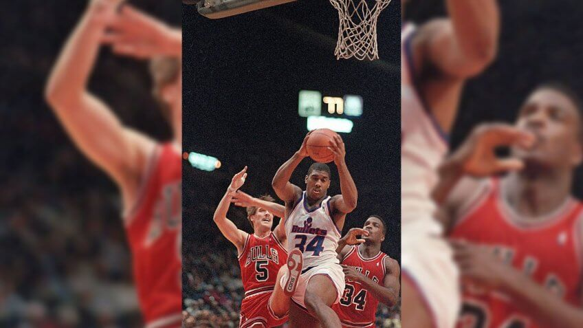 Paxson Williams Washington Bullets' forward John Williams comes up with the rebound as Chicago Bulls' guard John Paxson, left, and forward Charles Oakley watch during the first period of play in Landover, MdBULLETS BULLS 1988, LANDOVER, USA.