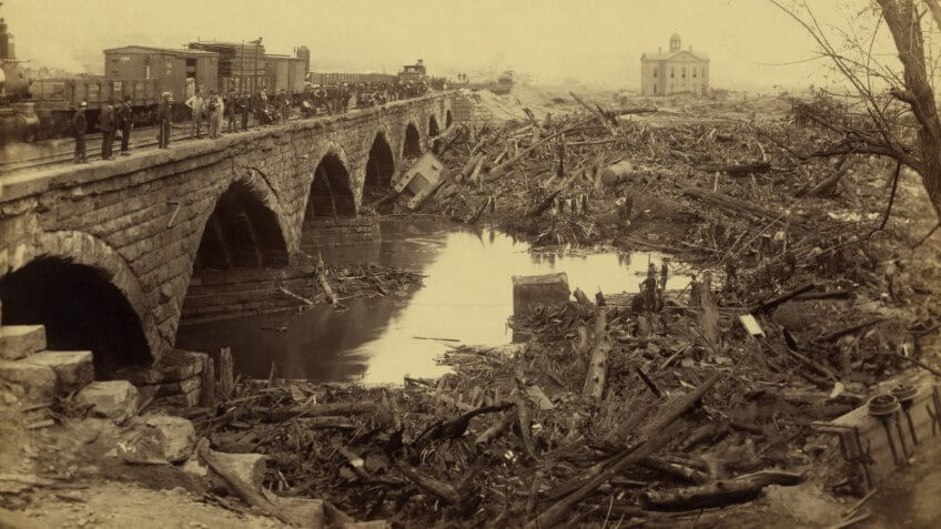 Debris at Pennsylvania Railroad stone bridge, after the Johnstown Flood of May 31, 1889.