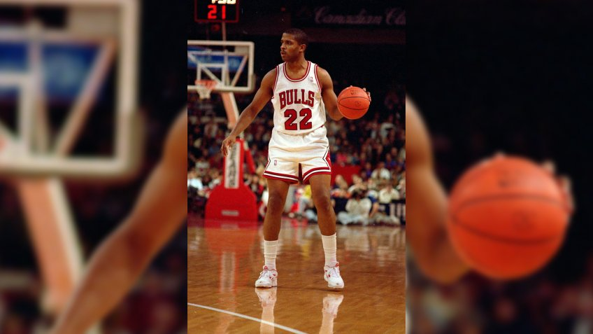 14 Nov 1992: Rodney McCray #22 of the Chicago Bulls dribbles the ball during a game against the Denver Nuggets.