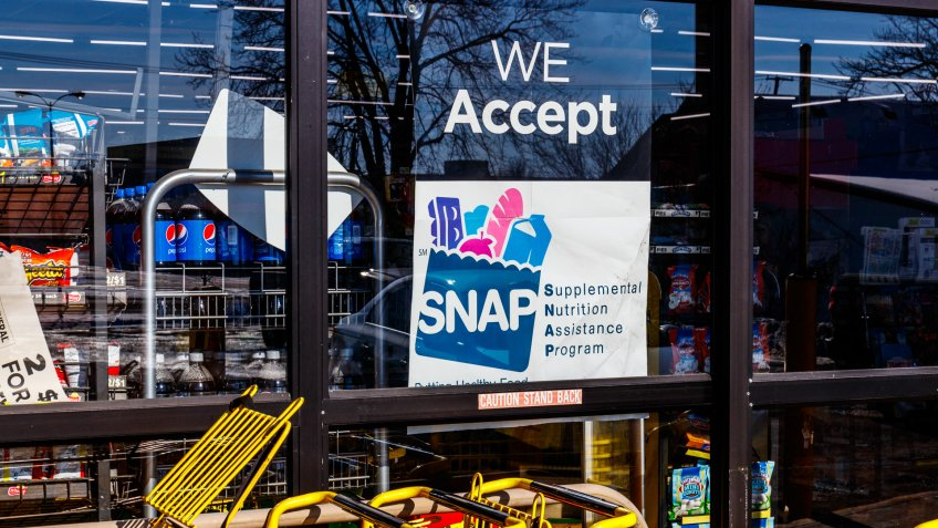 Muncie - Circa January 2018: A Sign at a Retailer - We Accept SNAP.