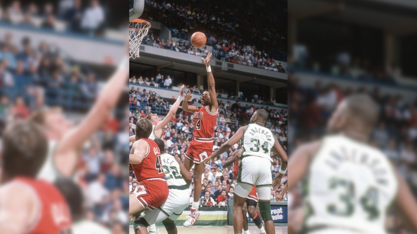 MILWAUKEE, WI - CIRCA 1990:  Stacey King #34 of the Chicago Bulls shoots against the Milwaukee Bucks during an NBA basketball game circa 1990 at the Bradley Center in Milwaukee, Wisconsin.
