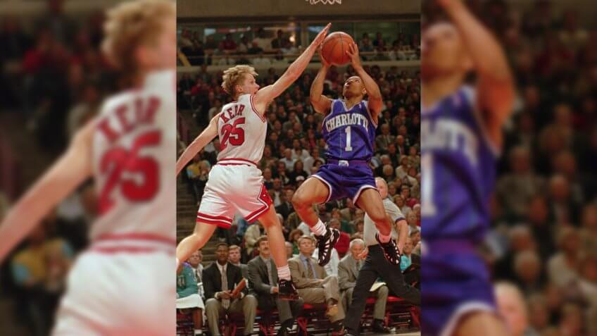 KERR BOGUES Chicago Bulls' Steve Kerr (25) goes up against Charlotte Hornets' Muggsy Bogues during second quarter of the Eastern Conference playoff game in Chicago on .