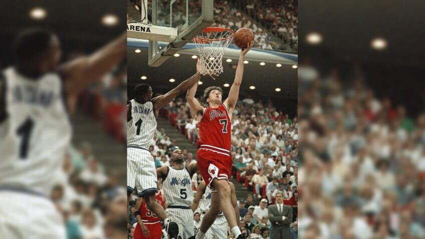 Chicago Bulls forward Toni Kukoc (7) gets by the outstretched arm of Orlando Magic guard Anfernee Hardaway (1) to score during the third quarter of their second-round Playoff Game, Sunday afternoon, at the Orlando Arena.