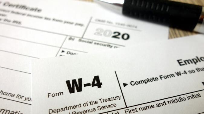 Blank W-4 form and a pen.