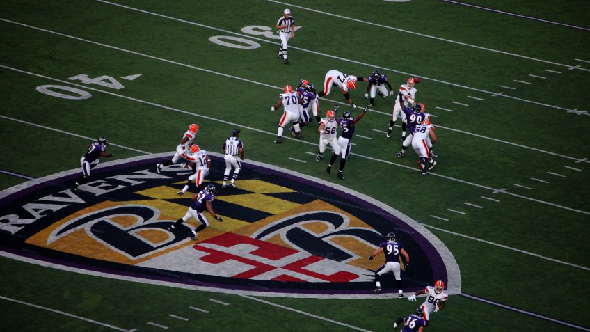 BALTIMORE - SEPTEMBER 21: Cleveland Browns quarterback Derek Anderson attempts to complete a pass to tight end Kellen Winslow in a game against the Baltimore Ravens September 21, 2008 in Baltimore, MD.