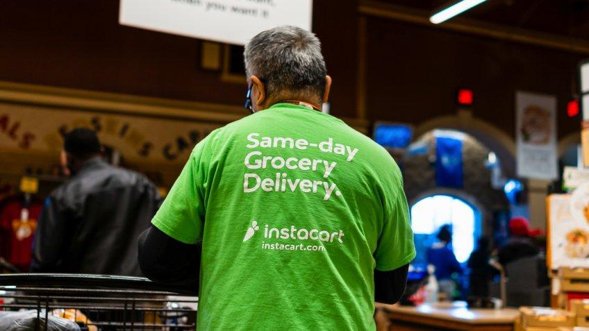 Instacart worker grocery delivery