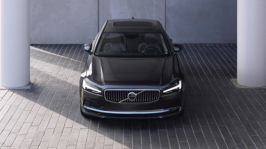 The refreshed Volvo S90 Recharge T8 plug-in hybrid in Platinum Grey.