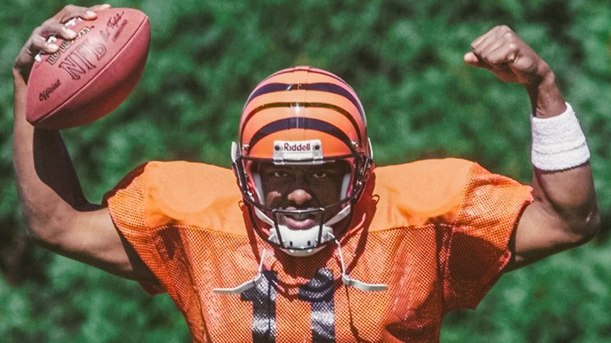 Mandatory Credit: Photo by Al Behrman/AP/Shutterstock (6030574a)SMITH Cincinnati Bengals rookie quarterback Akili Smith strikes a strong man's pose for the camera during practice, in Cincinnati.