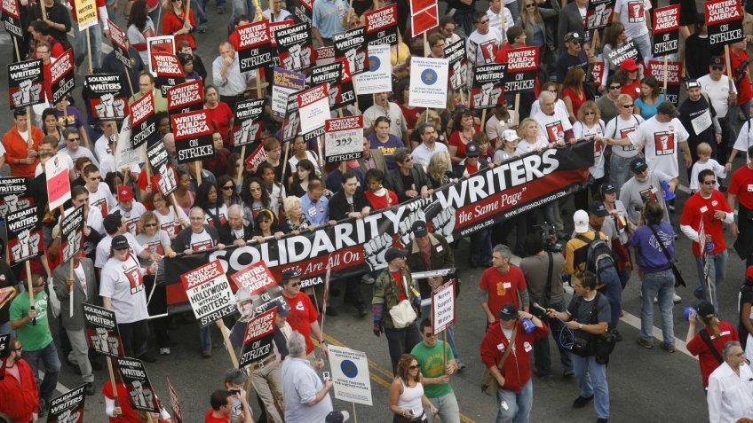Mandatory Credit: Photo by Peter Brooker/Shutterstock (715120w)DemonstratorsWriters Guild Of America Strike, Hollywood Boulevard, Los Angeles, America - 20 Nov 2007.
