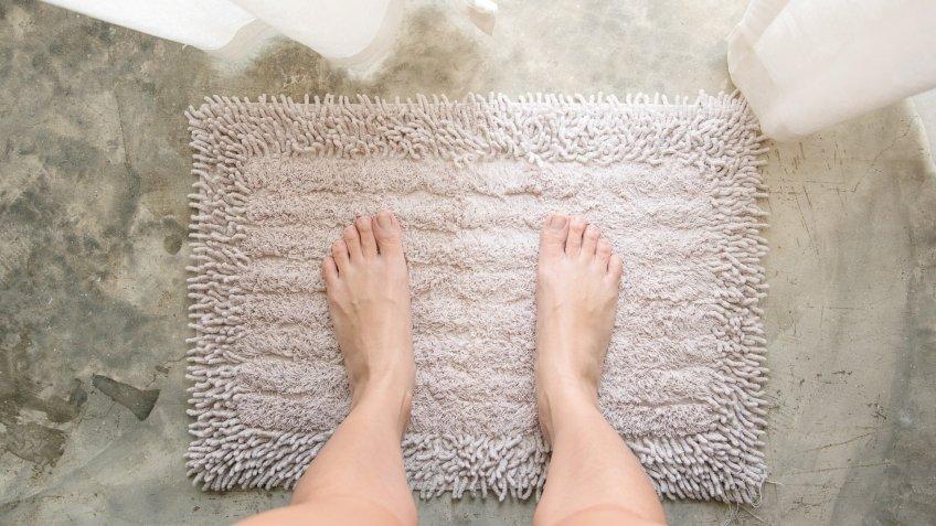 plush bathroom mat