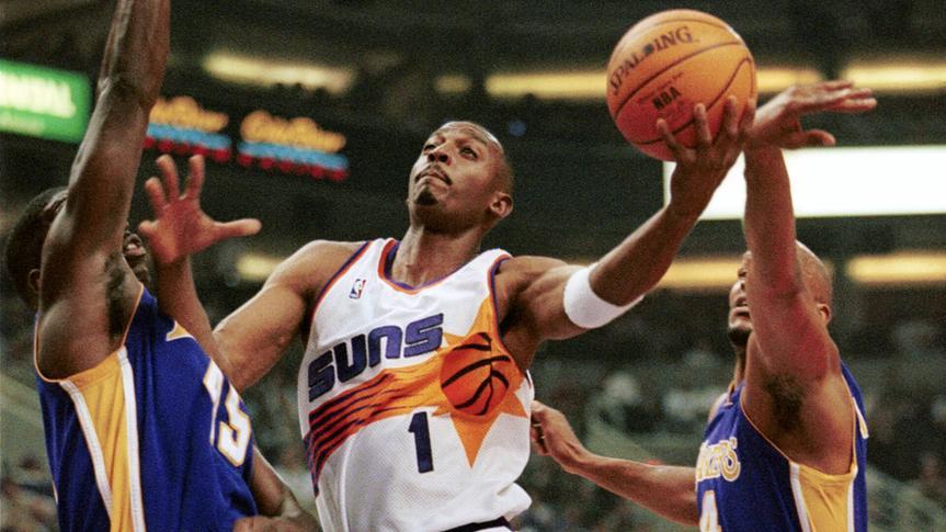 Phoenix Suns guard Anfernee Hardaway splits the defense of Los Angeles Lakers forward A.