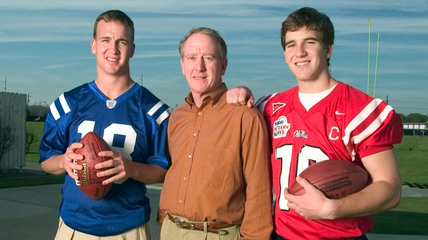 2004: (l-r) Peyton Manning, Archie Manning and Eli Manning pose for a picture.