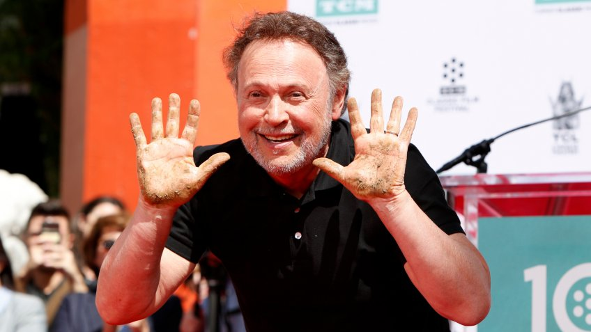 LOS ANGELES - APR 12: Billy Crystal at the Billy Crystal Hand And Footprint Ceremony at the TCL Chinese Theater IMAX on April 12, 2019 in Los Angeles, CA.