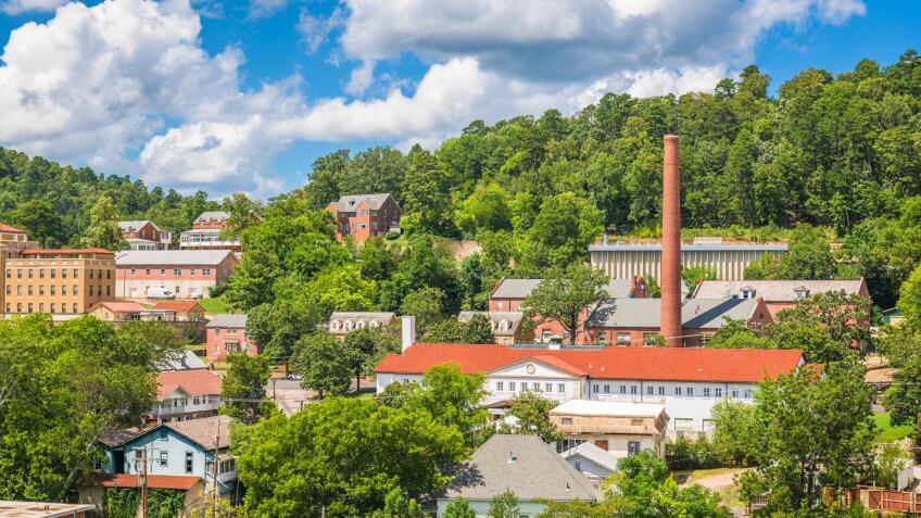 Hot Springs, Arkansas, USA town skyline in the mountains.